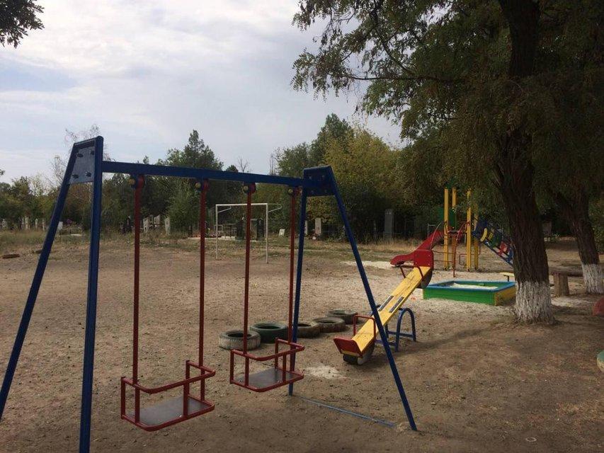 В Мелитополе открыли детскую площадку на кладбище (ФОТО) - фото 145111