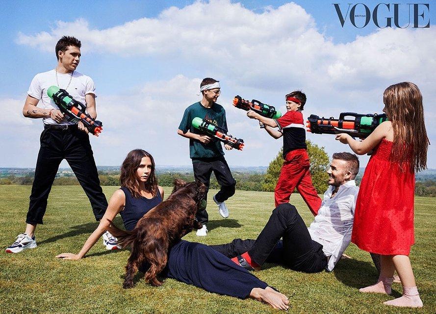 Семейство Бекхэмов появилось на обложке модного глянца - фото 145192
