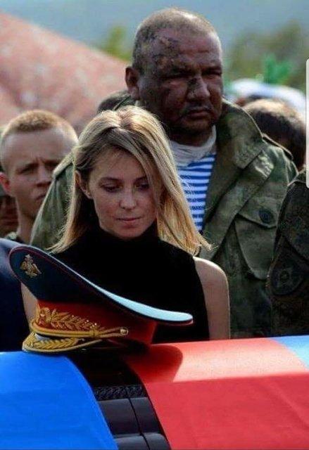 Поклонская оскандалилась на похоронах Захарченко в оккупированном Донецке - фото 145962