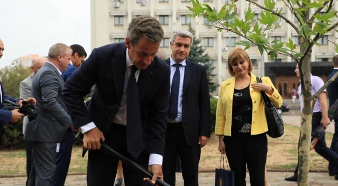 Человек-невидимка: Зачем опальный Николя Саркози прибыл в Одессу - фото 146005