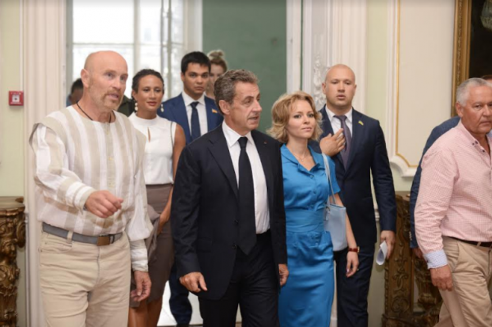 Человек-невидимка: Зачем опальный Николя Саркози прибыл в Одессу - фото 146007
