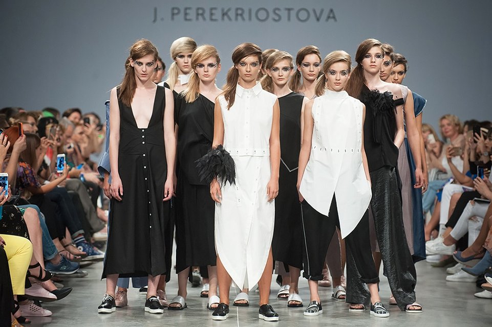 Модели из шоу Нового канала прошлись по подиуму Ukrainian Fashion Week - фото 146130