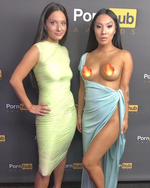 Канье Уэст стал режиссером премии Pornhub Awards: премьера клипа с Lil Pump - фото 146158