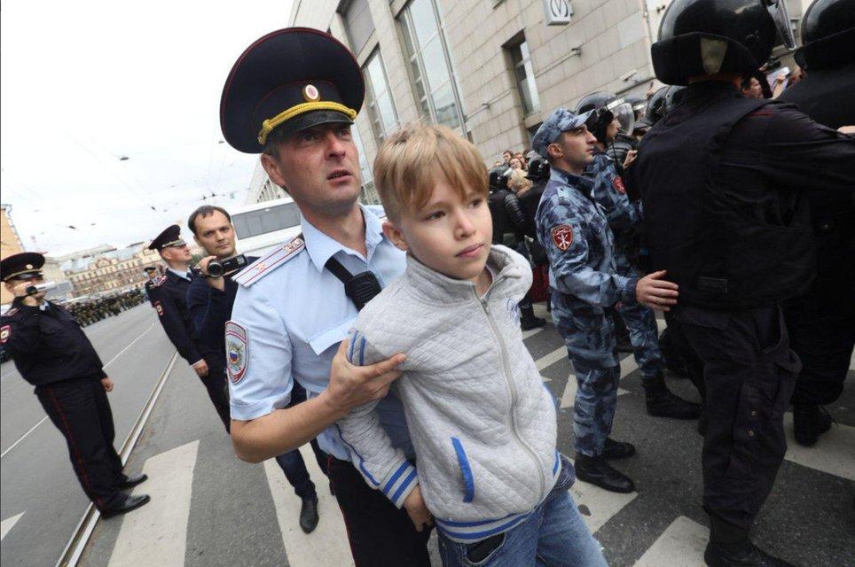 Украинские 'беркутовцы' избили и задержали больше тысячи человек в Москве (ФОТО) - фото 146466