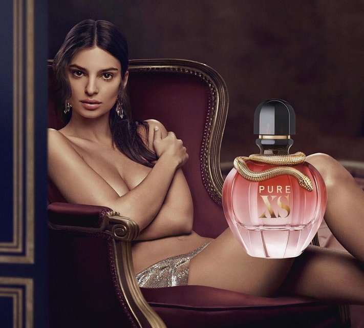 Эмили Ратажковски снялась голой для рекламы парфюма - фото 146584