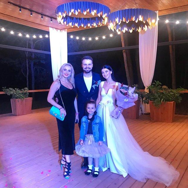 Лилия Ребрик погуляла на свадьбе коллеги в компании дочери - фото 146594