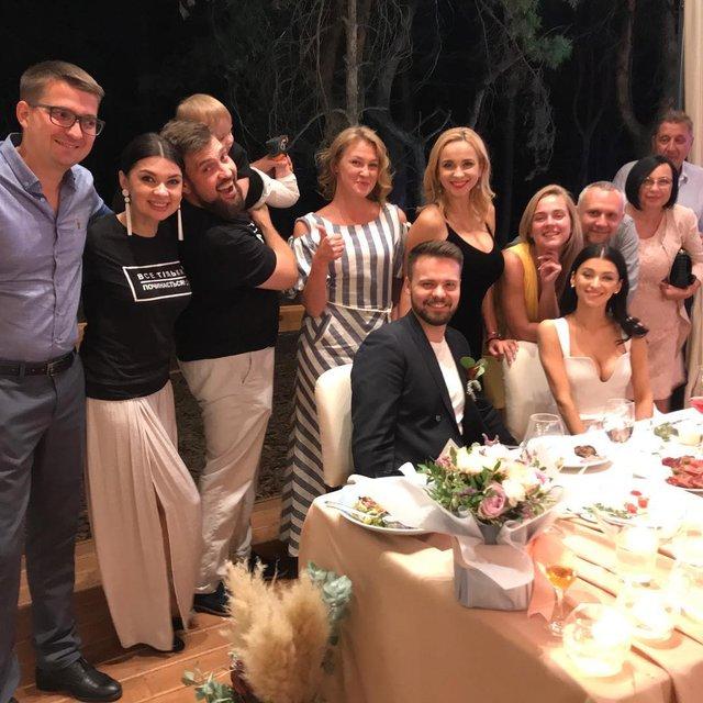 Лилия Ребрик погуляла на свадьбе коллеги в компании дочери - фото 146595