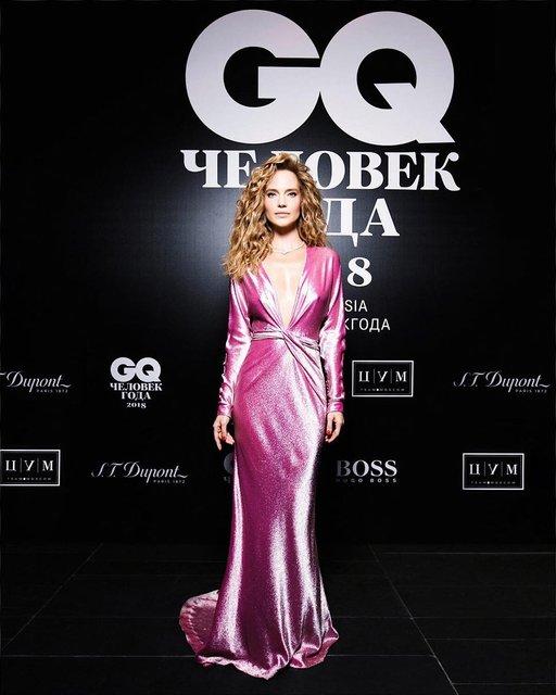 Известная российская певица вышла в свет в платье от украинского бренда - фото 146806