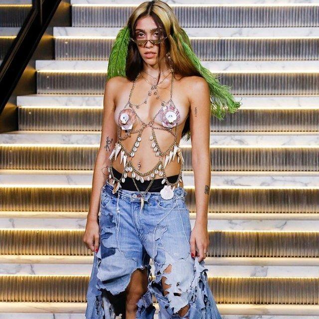 Дочь Мадонны засветила грудь на подиуме в Нью-Йорке - фото 147029