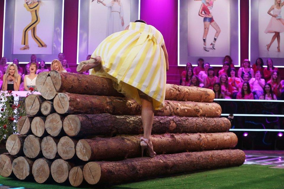 Платья, чулки, макияж: Сергей Притула и Владимир Остапчук устроили гонки на каблуках - фото 147332