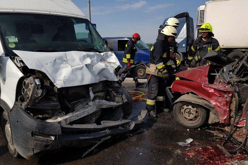 В Днепре из-за ямы на мосту погибли два человека (ФОТО, ВИДЕО) - фото 147568