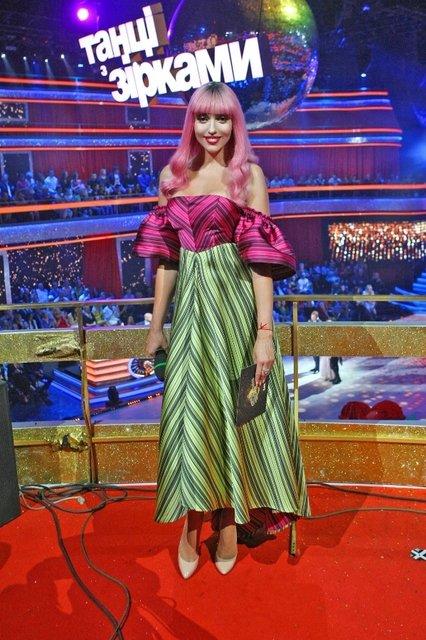 Оля Полякова скопировала образ Нади Дорофеевой - фото 147628
