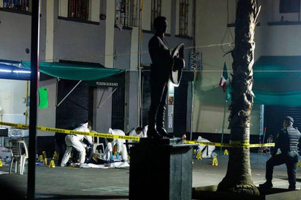 В столице Мексики мужчины в шляпах расстреляли 13 человек (фото 18+) - фото 147747