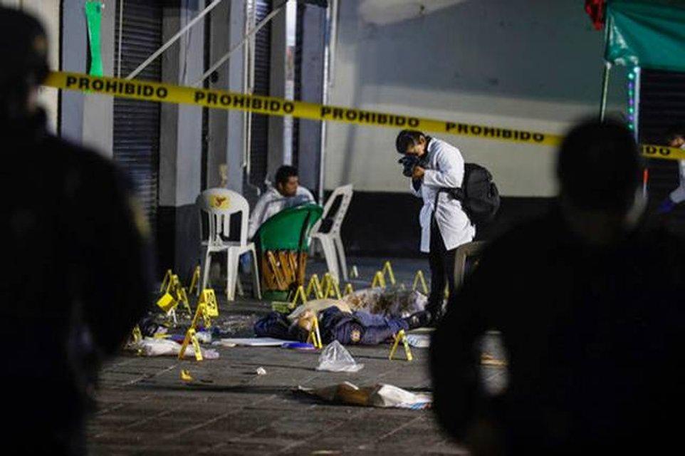 В столице Мексики мужчины в шляпах расстреляли 13 человек (фото 18+) - фото 147749