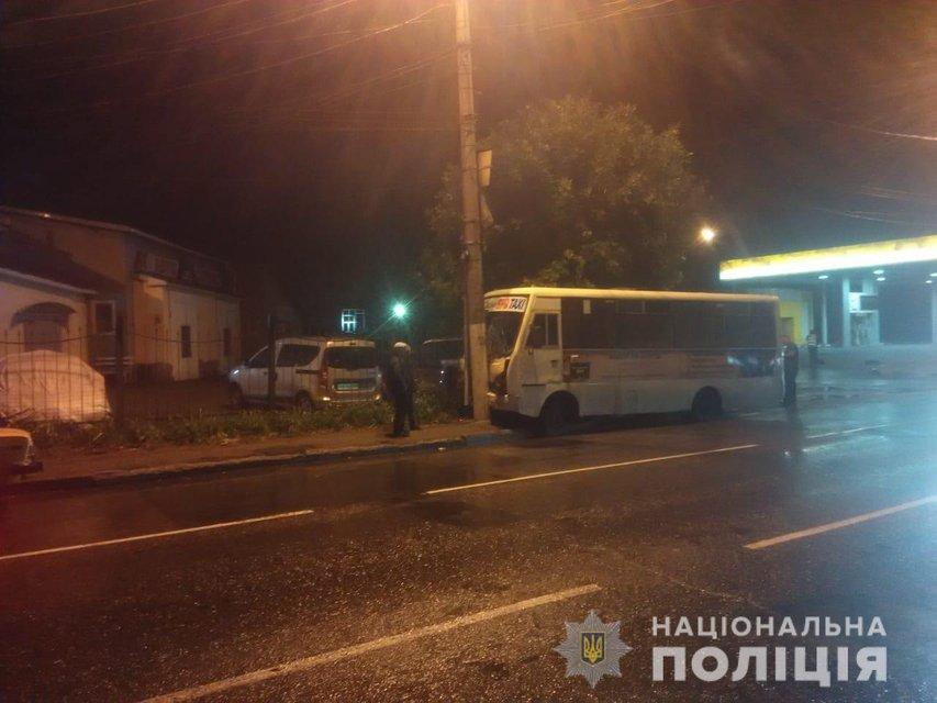 В Одессе маршрутка влетела в столб, пострадали дети - фото 147754