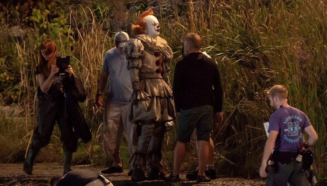 Оно 2: клоун Пеннивайз на новых кадрах со съемки - фото 148381