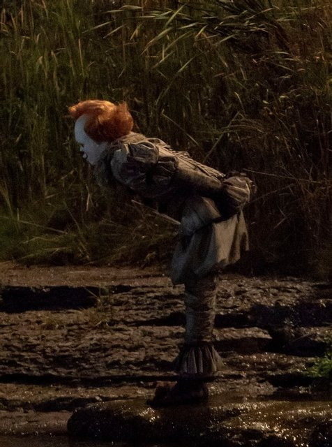 Оно 2: клоун Пеннивайз на новых кадрах со съемки - фото 148384