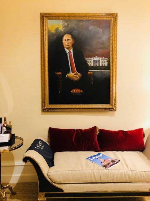 Портрет Путина целый месяц провисел в отеле Трампа - фото 148443