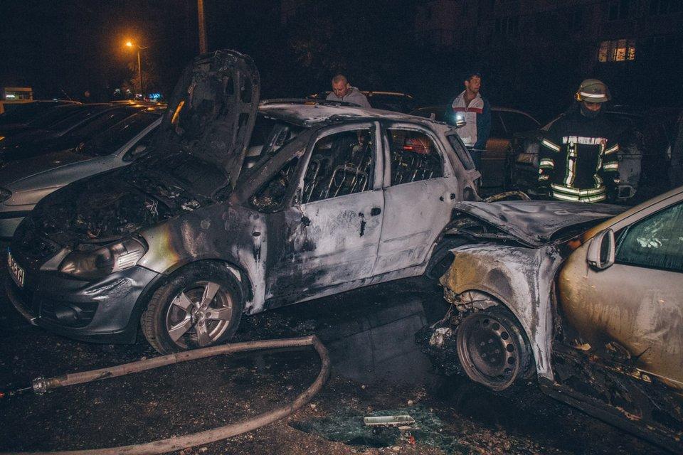 На автостоянке произошел пожар - фото 148690