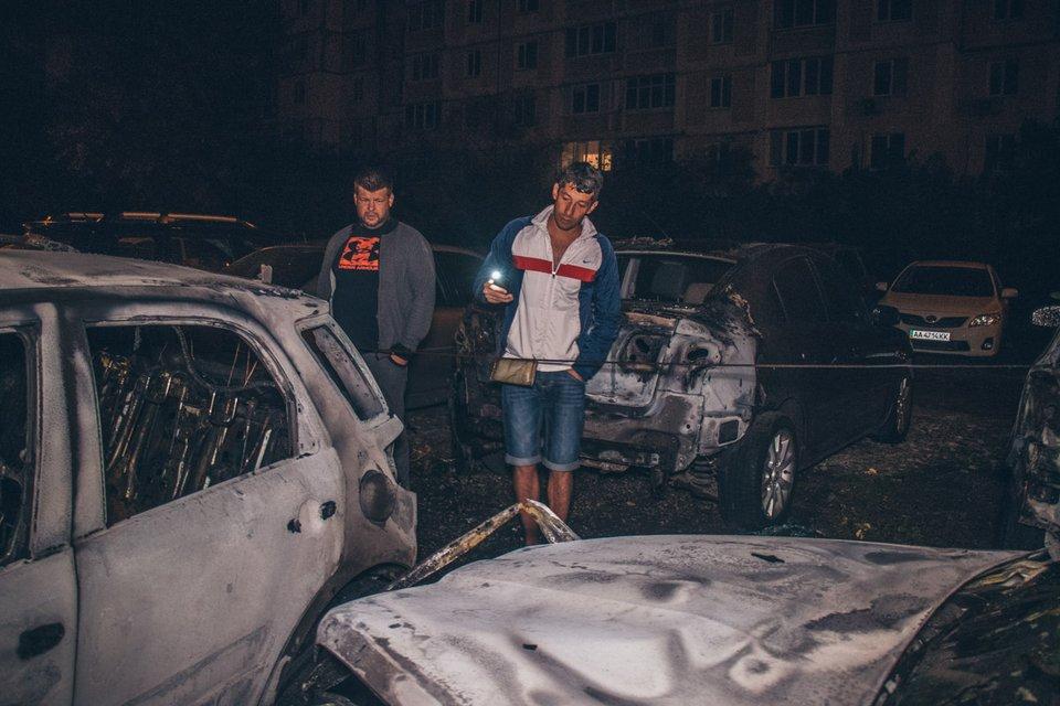 Неизвестные люди подожгли машину активиста  - фото 148691