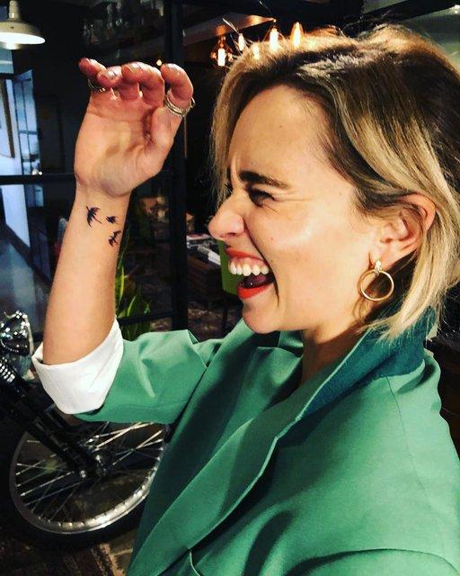 Эмилия Кларк сделала татуировку на память об Игре престолов - фото 148697