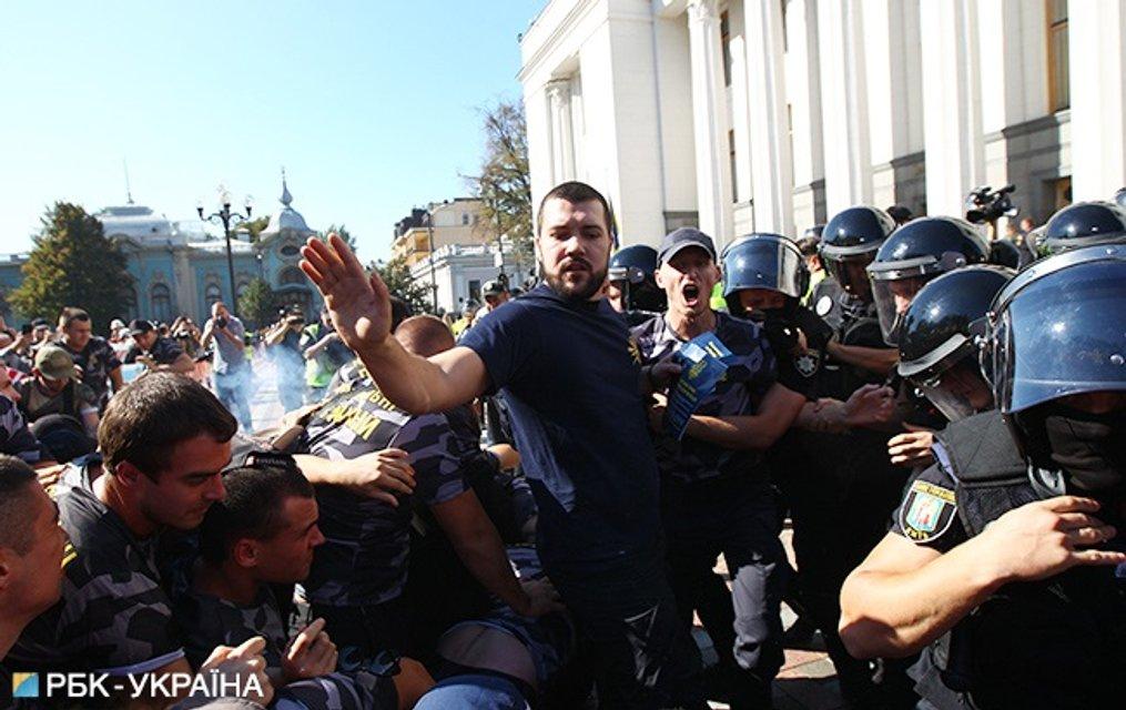 Протестующие хотят мораторий на выдачу ветеранов войны иностранным государствам - фото 148720