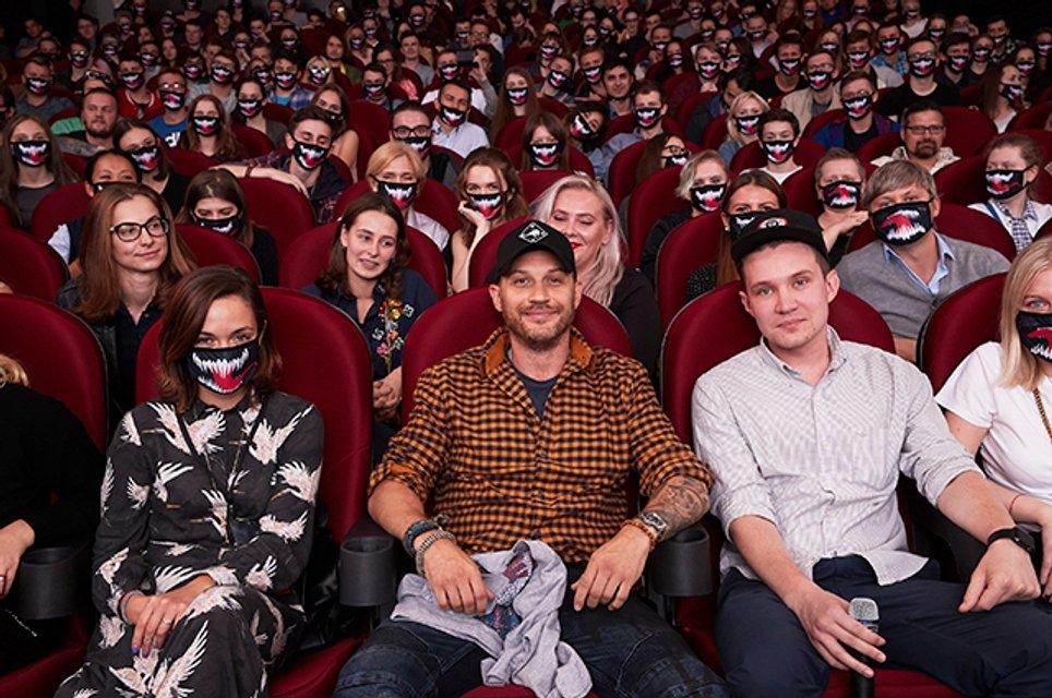 Том Харди прилетел к Путину на премьеру Венома - фото 149079