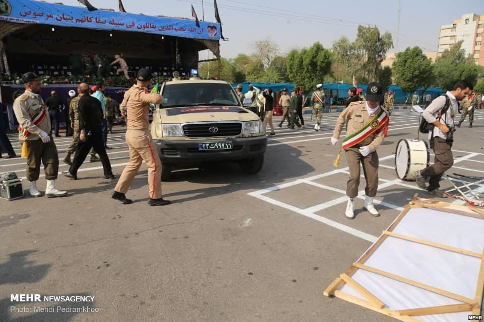 В Иране расстреляли участников военного парада (ФОТО, ВИДЕО) - фото 149215
