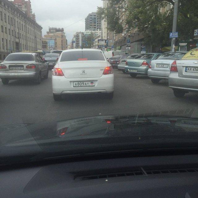 По Киеву катается иномарка с номерами 'ДНР' - фото 150167