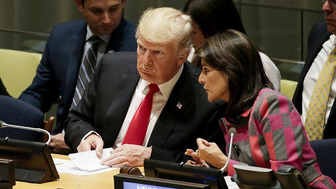 Театр у микрофона: Почему речь Трампа в ООН удивила мир, но не Америку - фото 150178