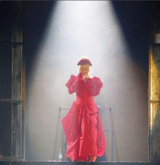 Кристина Агилера после 10-летнего перерыва триумфально вернулась на сцену - фото 150327