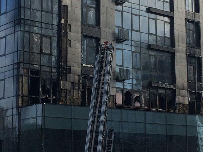 Горят Новопечерские Липки: элитная многоэтажка полностью охвачена дымом (ФОТО, ВИДЕО) - фото 150473
