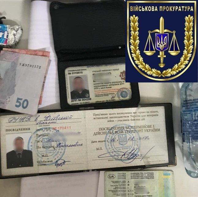 Чиновник патрульной полиции вымогал крупную сумму за изменения в электронных базах данных - фото 150623