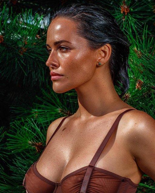 Даша Астафьева показала грудь на фото под водой - фото 150961
