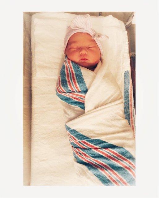 39-летняя Кейт Хадсон впервые показала новорожденную дочь - фото 152238