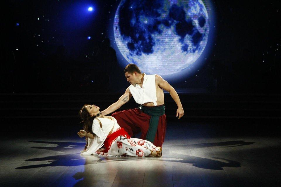 Танці з зірками 2018 7 выпуск: вечер легенд Денис Беринчик и Катя Белявская - фото 152293