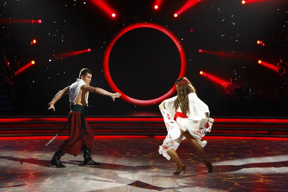 Танці з зірками 2018 7 выпуск: вечер легенд Денис Беринчик и Катя Белявская - фото 152330