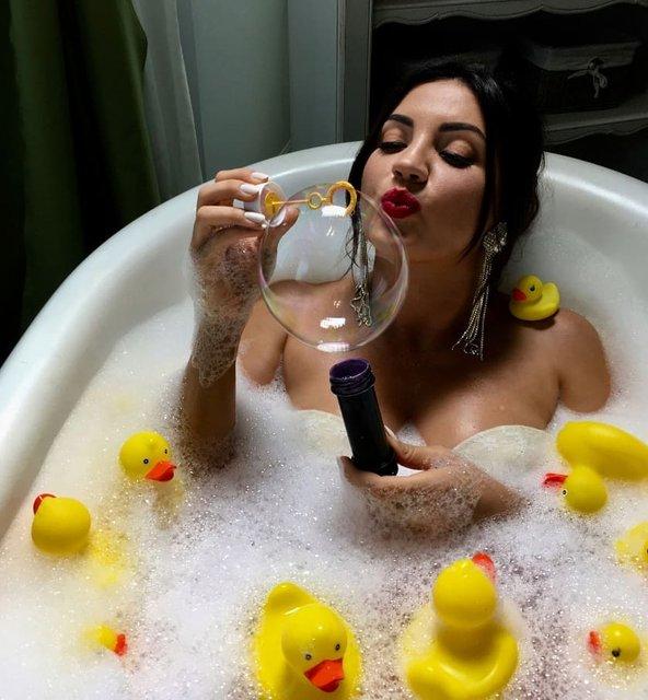 Оля Цибульская поделилась откровенным фото с ванной - фото 152383