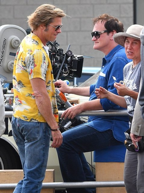 Однажды в Голливуде: Брэд Питт на новых кадрах со съемок - фото 152389