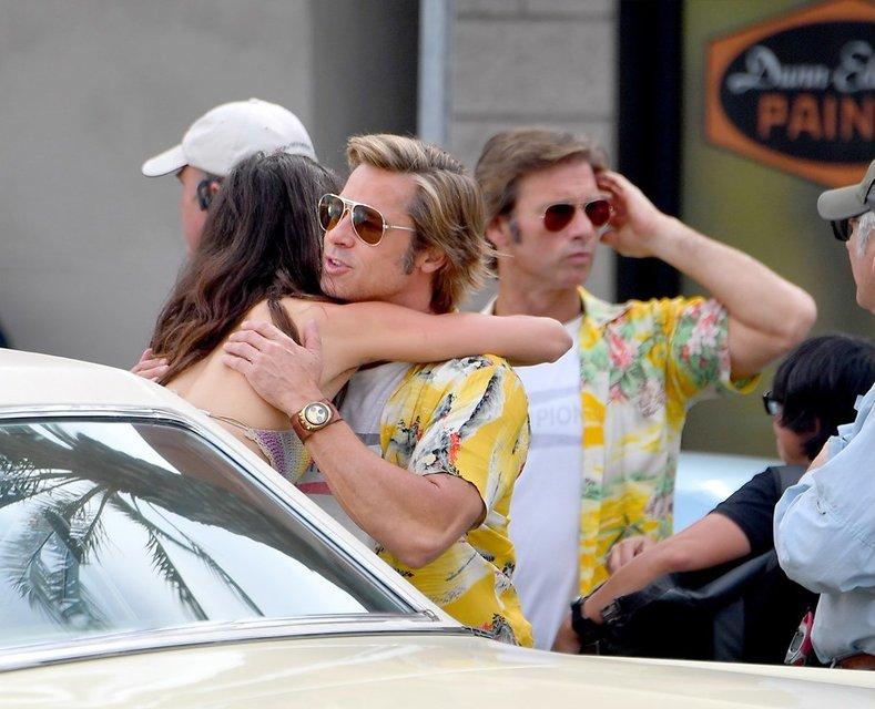 Однажды в Голливуде: Брэд Питт на новых кадрах со съемок - фото 152390
