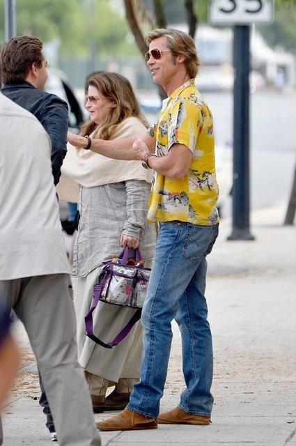 Однажды в Голливуде: Брэд Питт на новых кадрах со съемок - фото 152391