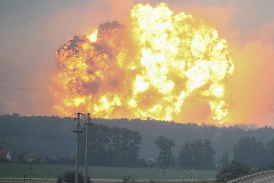 Кто виноват, что в Украине взрываются военные склады - фото 152406