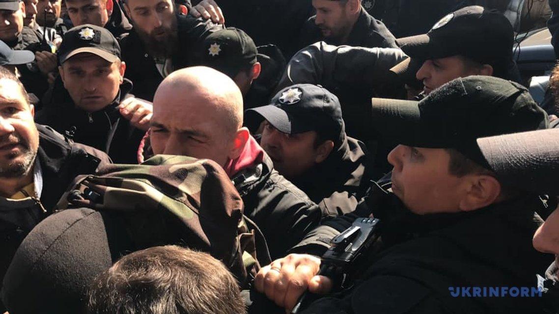 Потасовка активистов с полицией  - фото 152636
