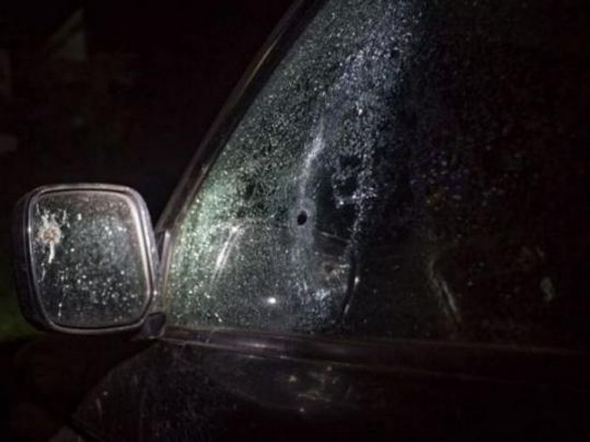 В Херсоне обстреляли авто местного активиста - фото 152804