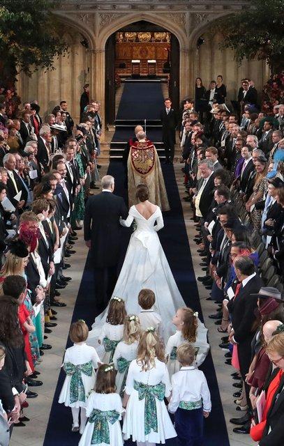 Внучка королевы Великобритании принцесса Евгения вышла замуж (фото, видео) - фото 153018
