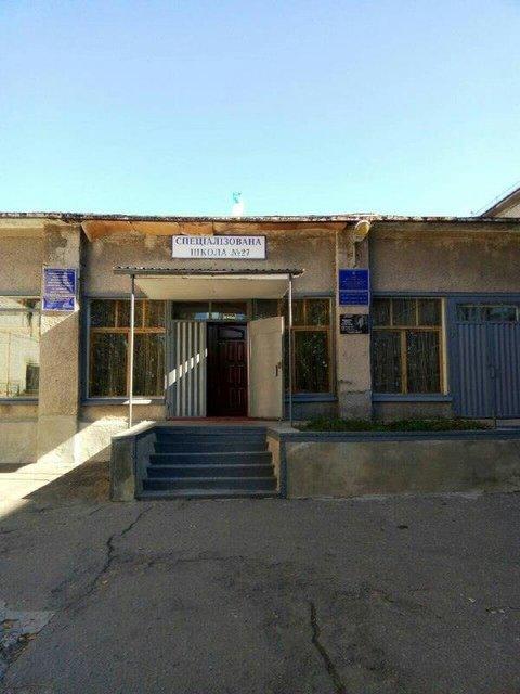 Школа из которой пришлось эвакуировать детей  - фото 153031
