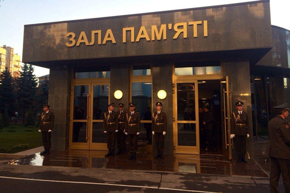 В Киеве открыли мемориал погибшим защитникам Украины (ФОТО) - фото 153175