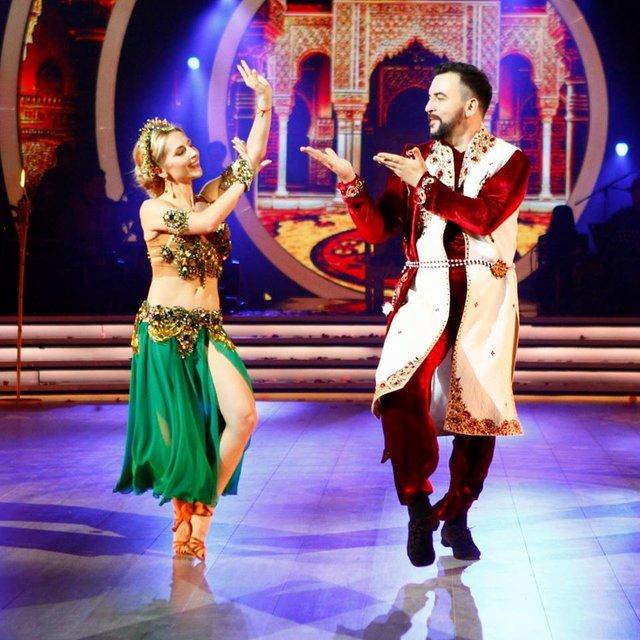 Танці з зірками 2018 8 выпуск: Руслан Сеничкин и Яна Цыбульская - фото 153235