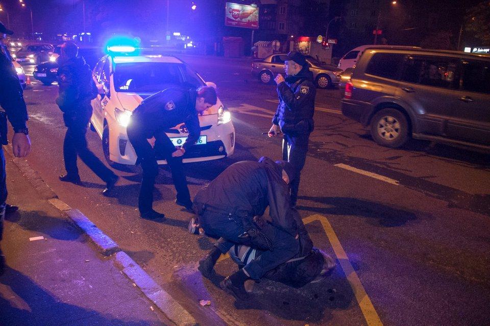 Пьяные грабители устроили побоище с полицейскими (ФОТО+ВИДЕО) - фото 153244