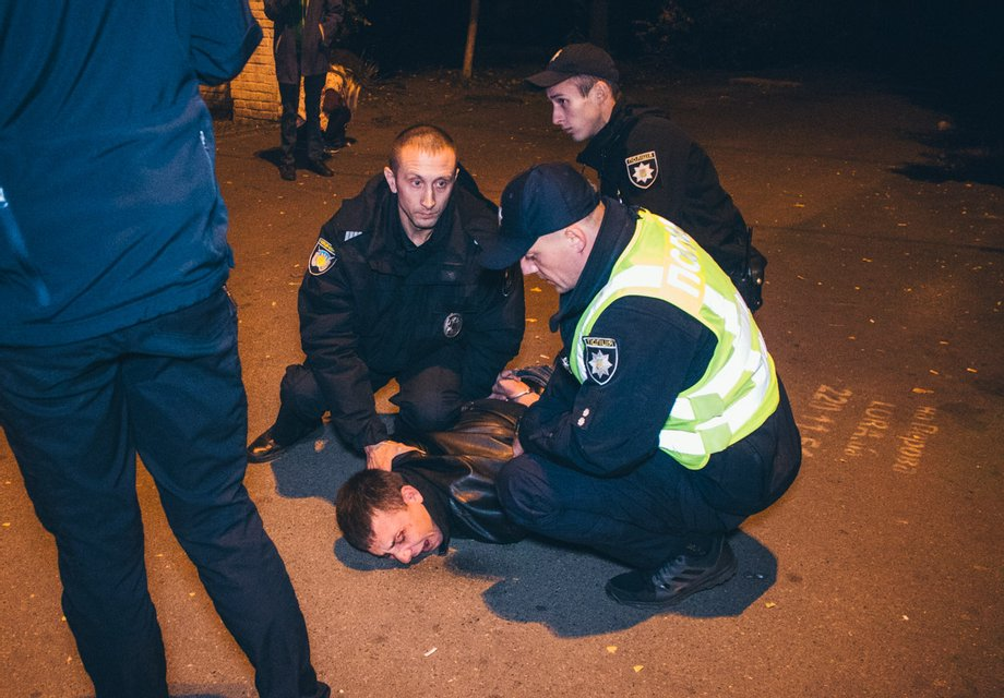 Пьяные грабители устроили побоище с полицейскими (ФОТО+ВИДЕО) - фото 153246